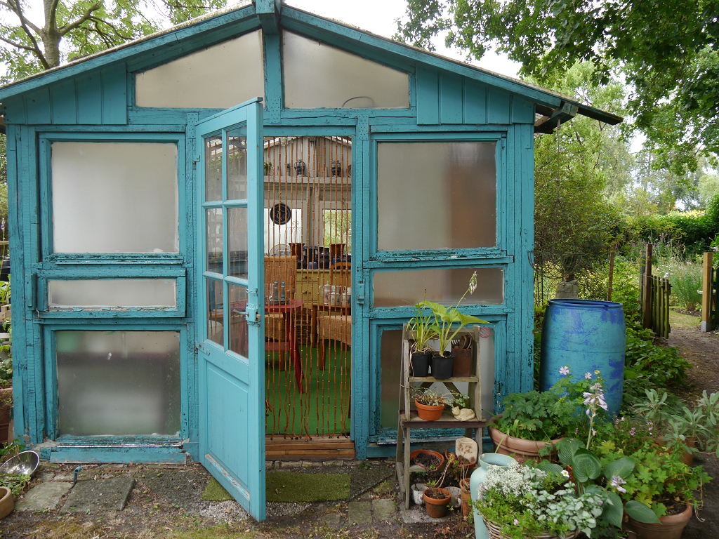 """Das Häuschen """"Vasenreich"""" neben dem Garten-Zugang"""