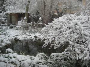Blick im Winter diesmal nach links zum Paradiestor