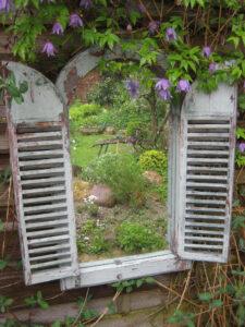 Der Spiegel im Zaun