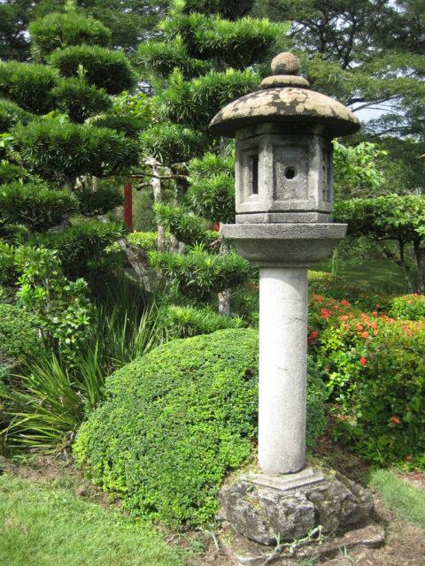 """""""Kasuga"""", japanische Steinlaterne, im Japanischen Garten von Santo Domingo"""