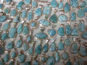 Larimar Schmuck im Touristen-Shop in Santo Domingo