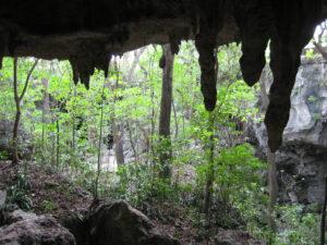 Der Zugang zu den Höhlen der
