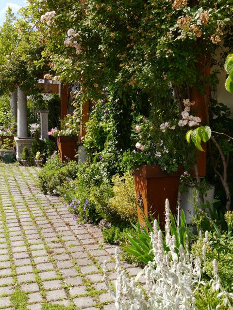 Hausfront Garten Petra Steiner