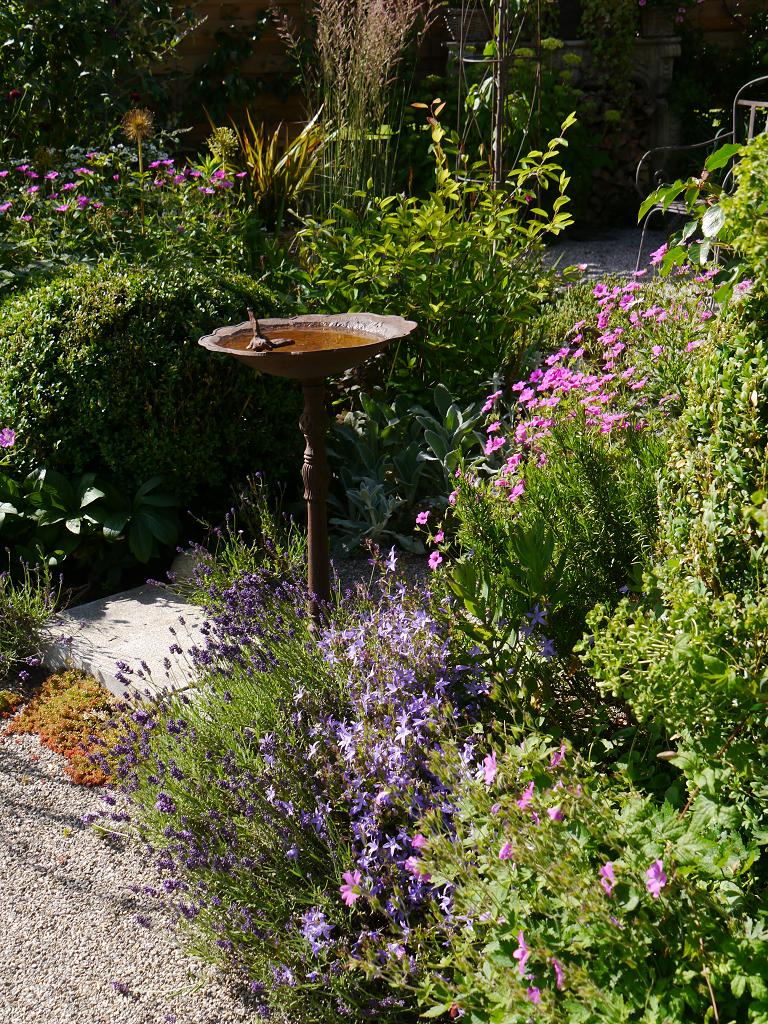 Durchgang durch die beiden Obstgarten-Teile, Garten Petra Steiner
