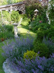 rechte Seite des Inselgartens, Garten Petra Steiner