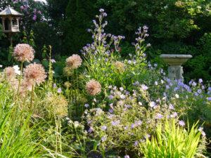 Das Inselbeet im Garten Petra Steiner