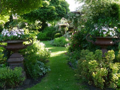 Quergang zu Petras Laube, Garten Petra Steiner