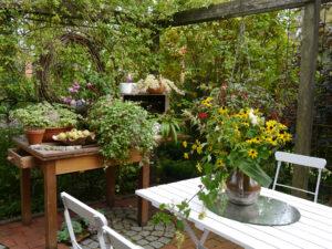 Großer Sitzplatz am Teich, Moorjuwel, Hedwig Weerts,