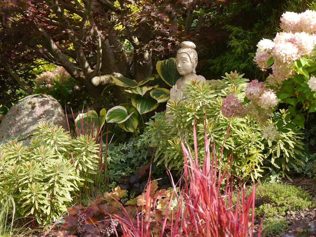 Keramik-Buddha, Künstlergarten Gertrud Lothwesen, Vorgarten