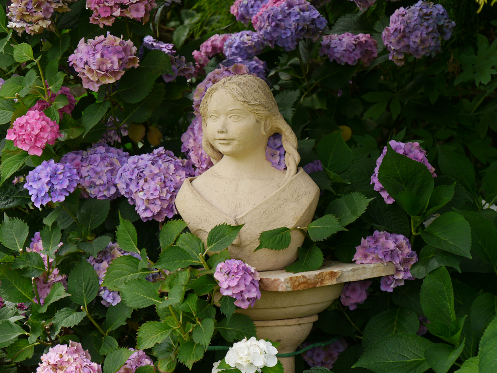 Mädchenbüste, Künstlergarten Gertrud Lothwesen