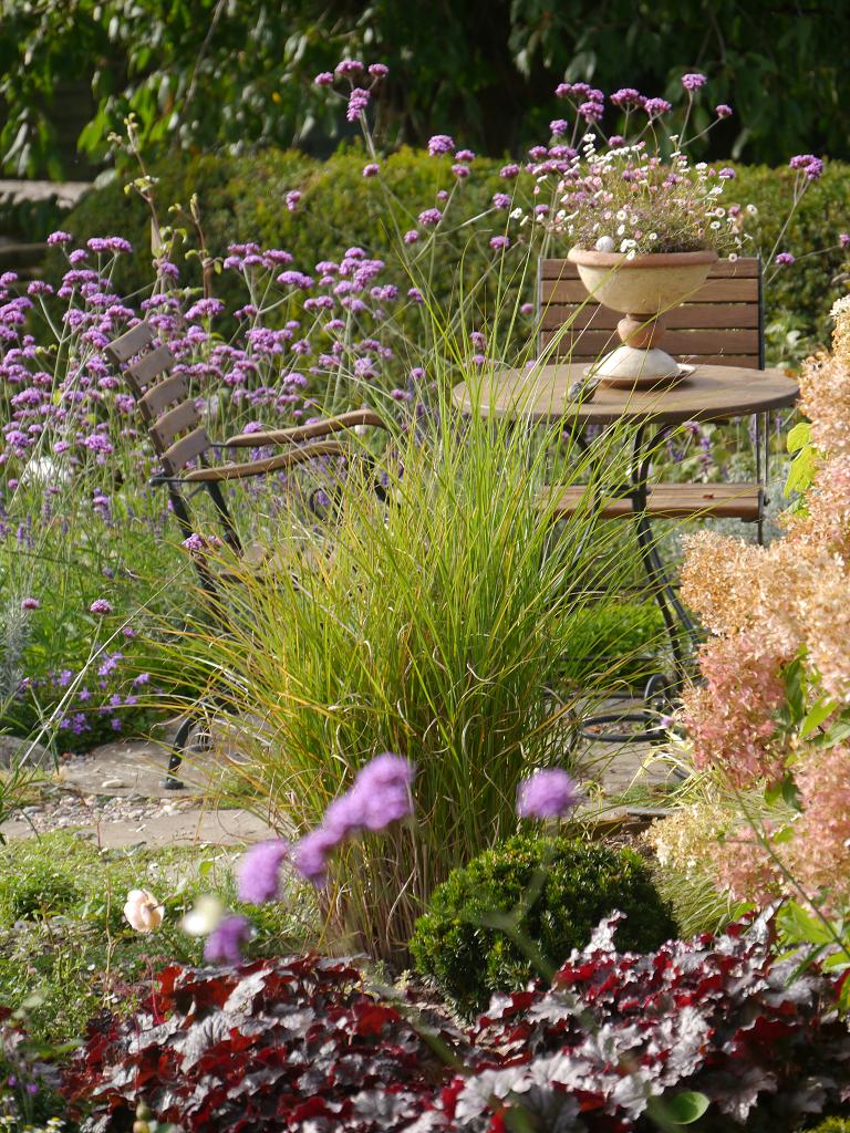 Sitzplatz im unteren Garten, Künstlergarten Gertrud Lothwesen