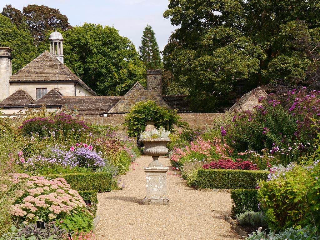 Henry Price Memorial Garden, Walled Garden, Wakehurst, West-Sussex