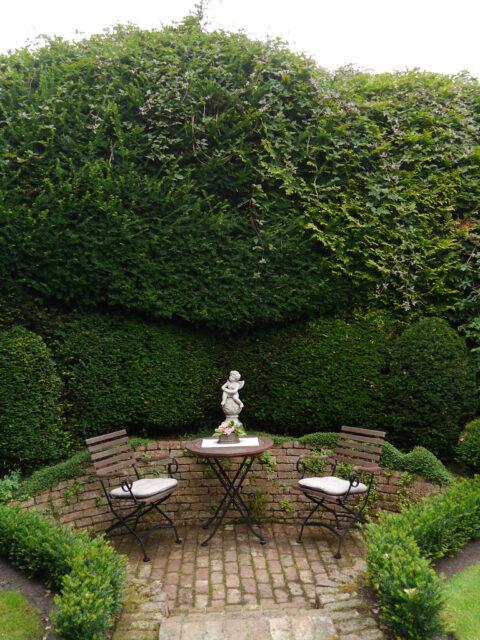 Sitzplatz im Terrassengarten, Spetzer-Tuun, Waldgarten Amanda Peters