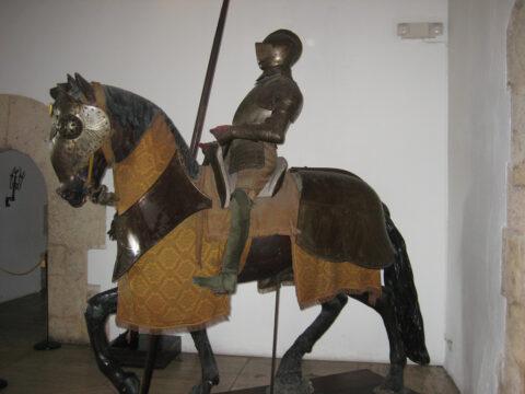 Schau-Rüstung im Regierungspalast von Diego Kolumbus