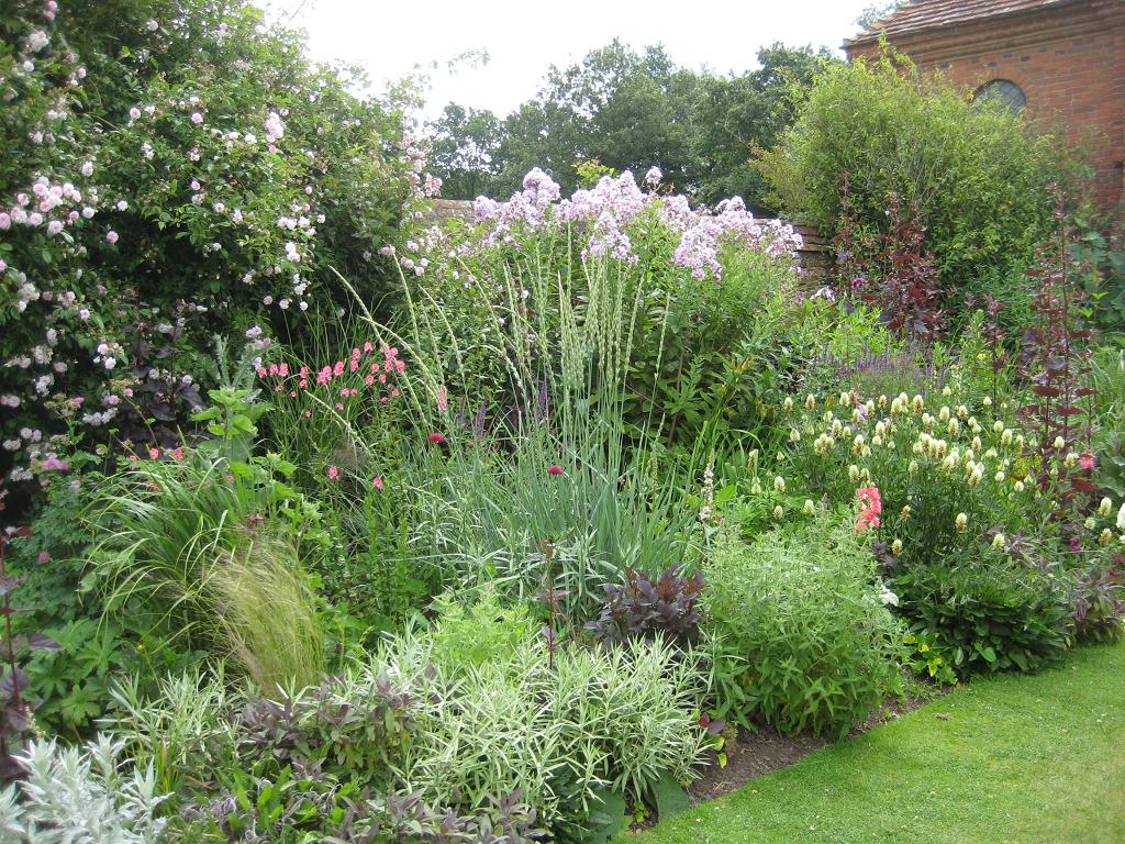 Carolean Garden, Mixed Border, Packwood House