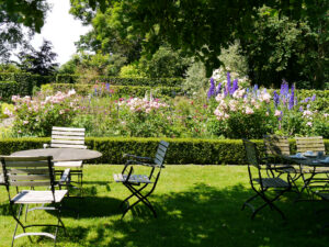 Visitengarten mit Blick auf Junigarten, Moorriem