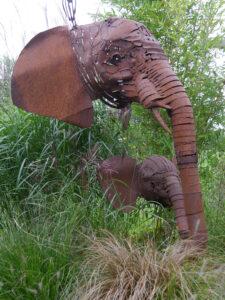 Zwei Elefantenköpfe von Didel Klöver, Garten Erna de Wolff