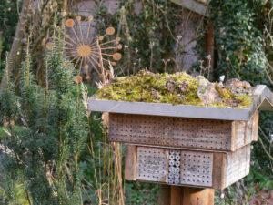 Insektenhotel 'Pension Wurzerl' in Wurzerlsgarten