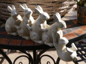 Osterdeko auf der Terrasse von Wurzerlsgarten