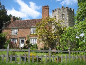 Sowohl dieses Mitgifthaus, als auch das Bauernhaus weiter hinten, sind in privater Nutzung in Greys Court