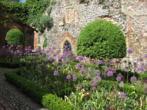 Cromwellian Garden in Greys Court