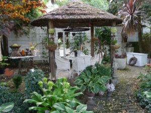 Reetgedeckter Pavillon im Landhausgarten Hantelmann