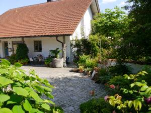 Rosen- und Clematisgarten, Eingangsbereich Halwax