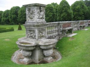 Teil der ehemaligen Balustrade der Villa Borghese in Cliveden