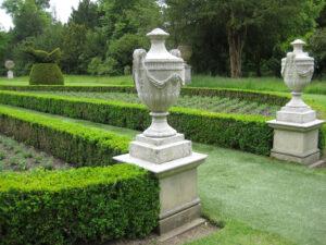 Schmuckvasen im Long Garden von Cliveden