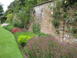 Mauerbeet im Long Garden, Cliveden