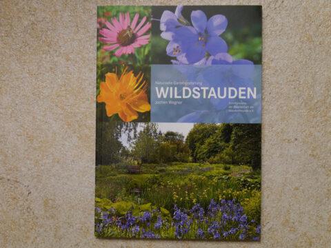 Buchcover zu: Naturnahe Gartengestaltung WILDSTAUDEN