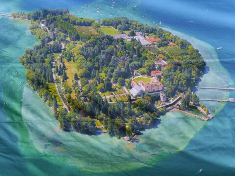 Luftaufnahme der Insel Mainau, von der Verwaltung in einem großen Ständer veröffentlicht.