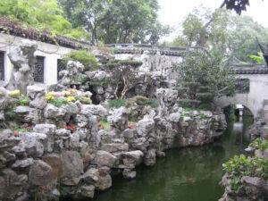 Steinformationen, Wasser und die Drachenmauer im Yu Garden, Yu Yuang