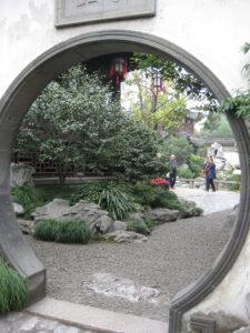 Mondtor in der Drachenmauer des Yu Gartens, Shanghai