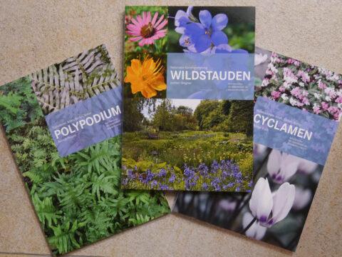 """Diese drei Bücher Polypodium, Wildstauden und Cyclamen gibt es anlässlich des einjährigen Bestehens der Website """"Wurzerlsgarten"""" zu gewinnen."""