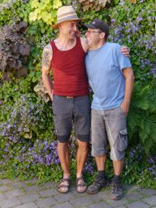 Michael Kießling mit Partner Helmut vor der vertikalen Wand, Chiemgau-Kaktus