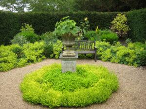 Goldener Senkgarten im formalen Garten von Coughton Court