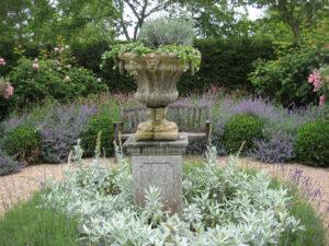 Silberner Senkgarten im formalen Garten von Coughton Court